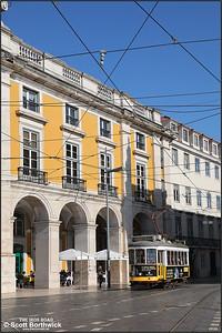 558 enters the Praça do Comércio along the Rua da Alfândega whilst working a No.25 services to Prazeres on 17/11/2017.