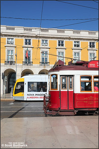 502 calls at Praça do Comércio whilst working a No.15 service to Belem as 8 stands on the loop line with a Hills Tramcar Tour on 17/11/2017.