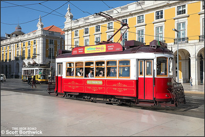 11 departs from Praça do Comércio with a Hills Tramcar Tour on 17/11/2017.