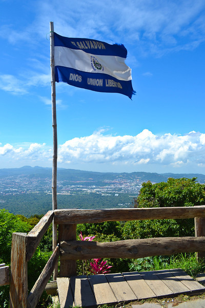 El Salvador flag at the lookout point