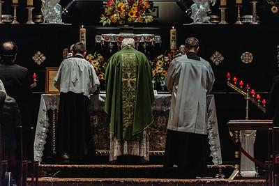 _NIK7475 Black Altar LatinMass Czestochowa_