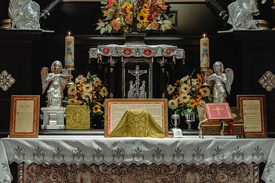 _NIK7315 Black Altar LatinMass Czestochowa_