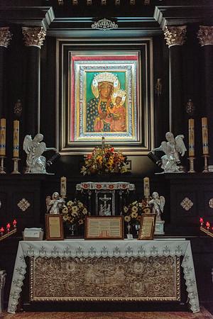 _NIK7282 Black Altar LatinMass Czestochowa_