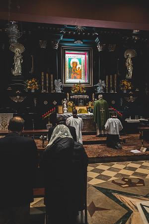 _NIK7461 Black Altar LatinMass Czestochowa_