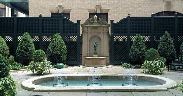 286 - 463687 - New York NY - Custom Lattice with Fountain