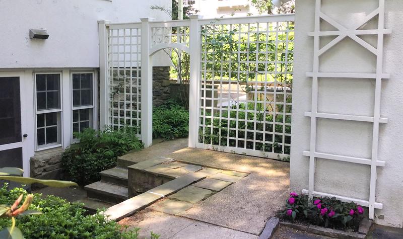 185 - Bronxville NY - Lattice Entrance
