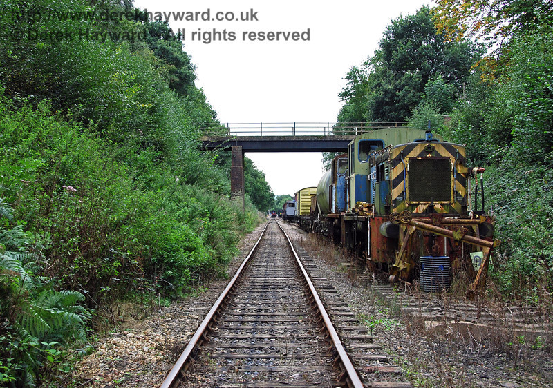 Having passed through the bridge, this view looks back south, with some rather sad diesel shunters at the end of the siding. 02.09.2007