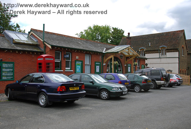 Isfield station forecourt, looking south. 02.09.2007