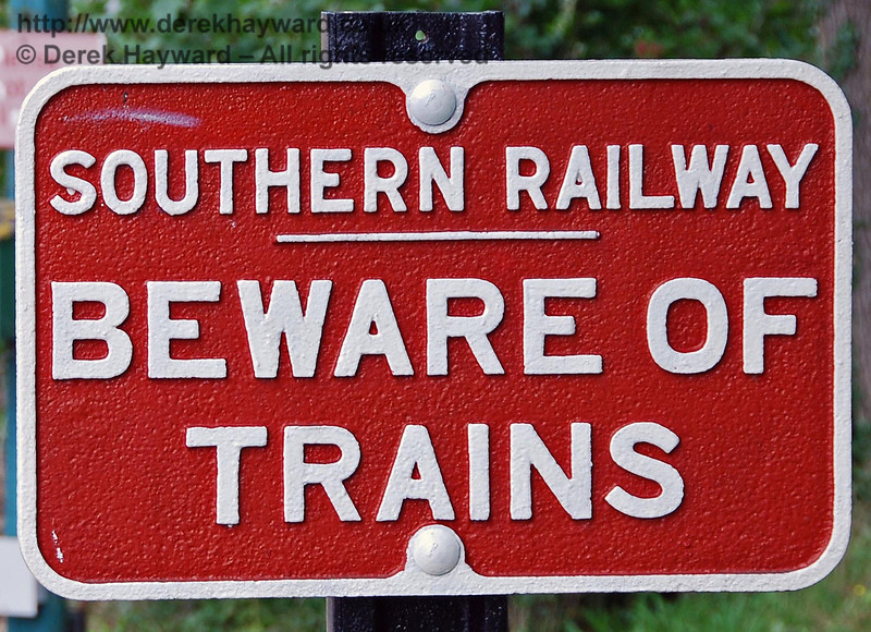 A clear warning from the Southern Railway. 02.09.2007
