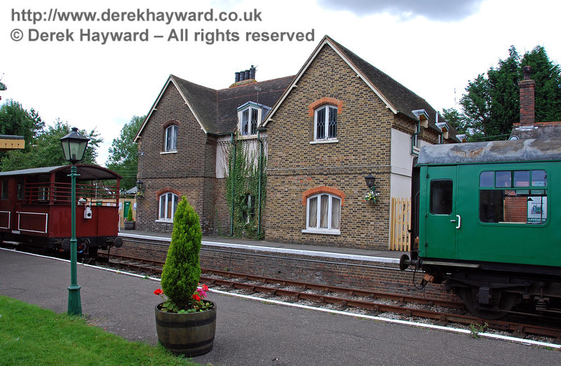 The station houses at isfield. 02.09.2007