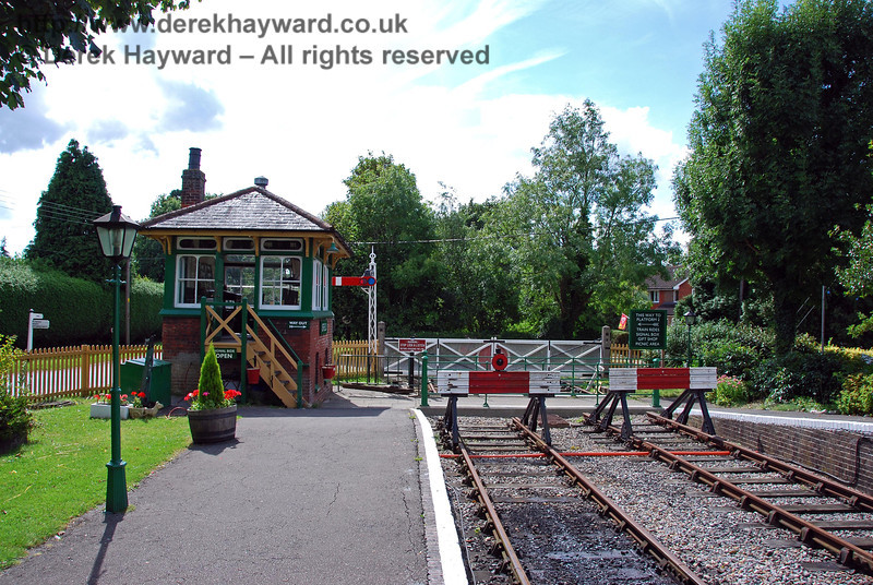 Isfield Station looking south to the old level crossing and signal box. 02.09.2007