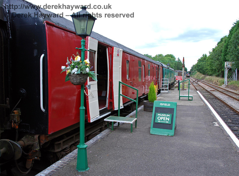 A coach in the dock platform at the northern end of Platform 1 at Isfield Station acts as a museum. 02.09.2007