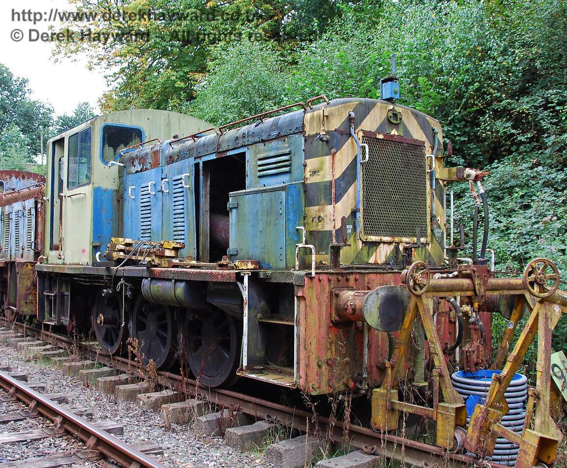 Unnumbered diesel shunter, possibly 03197, awaiting some care and attention. Isfield 02.09.2007