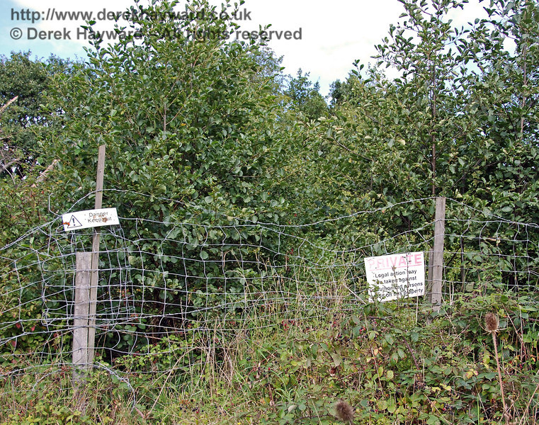 A rather terse notice referring to legal action bars the way, but it might be more sensible if it pointed out that there was a sheer drop into a river behind the hedge! 02.09.2007