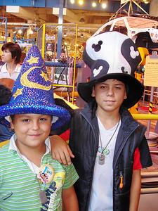 Mauricio y Bruno en Epcot Octubre 2006