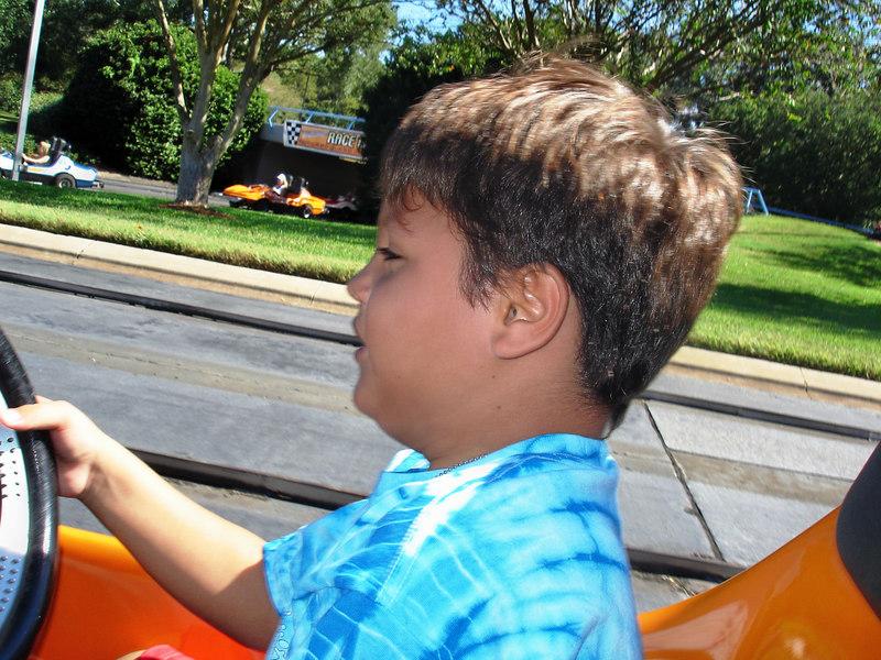 Mauricio al volante de nuestro vehiculo