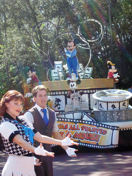 Mickey Mouse abriendo el desfile