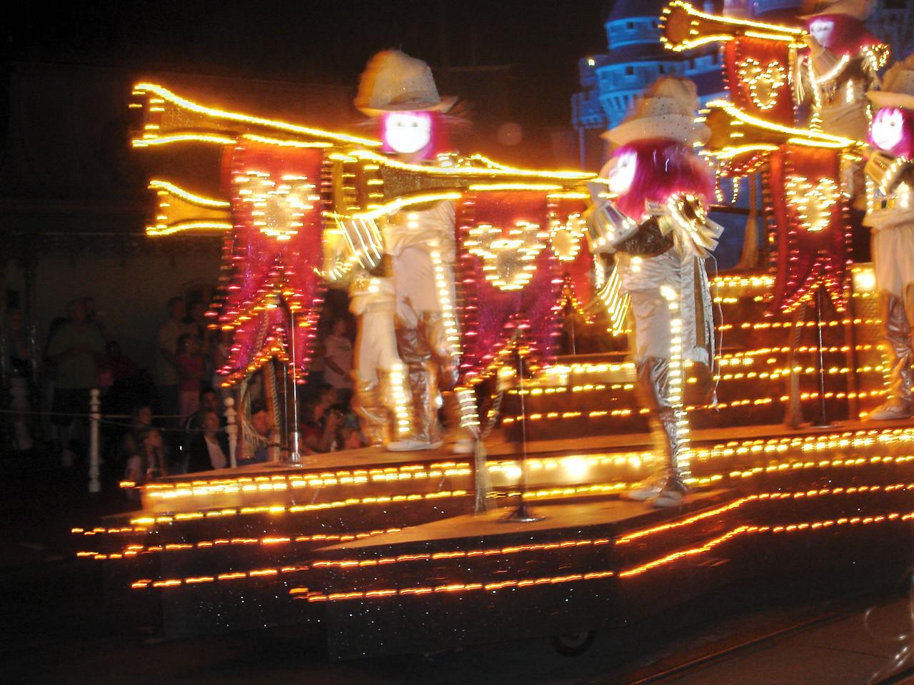 el desfile nocturno