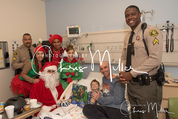 (251) Toy Giveaway at Kaiser Permanente Hospital 12-22-16  Photogrpahy by Chris MIller