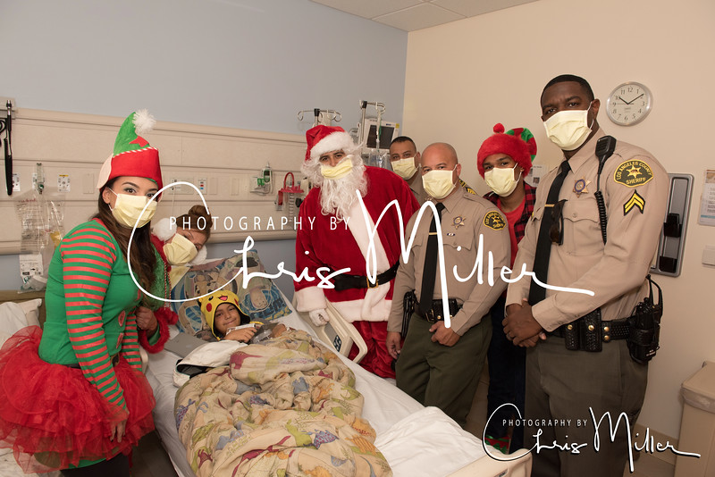 (269) Toy Giveaway at Kaiser Permanente Hospital 12-22-16  Photogrpahy by Chris MIller