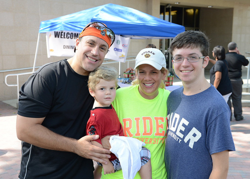"A group of volunteers called Bronc Buddies helped first-year students get settled on Sunday, Aug. 31, when the class of 2018 moved to campus. Read more about the Fall Opening at <a href=""http://bit.ly/1x66iRH"">http://bit.ly/1x66iRH</a>."