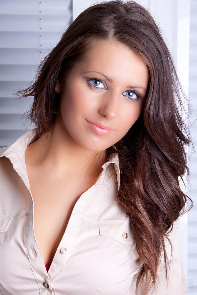 Layla Leigh 3-10