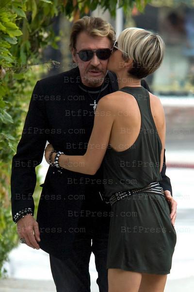 Le baiser de Laeticia a Johnny sous les yeux de Jade a Los Angeles.
