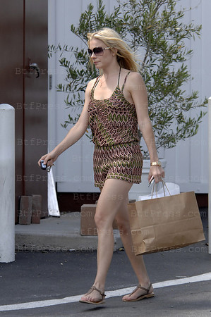 Exclusive. LeAnn Rimes is making shopping in Brentwood. (Photo by Michel Boutefeu)
