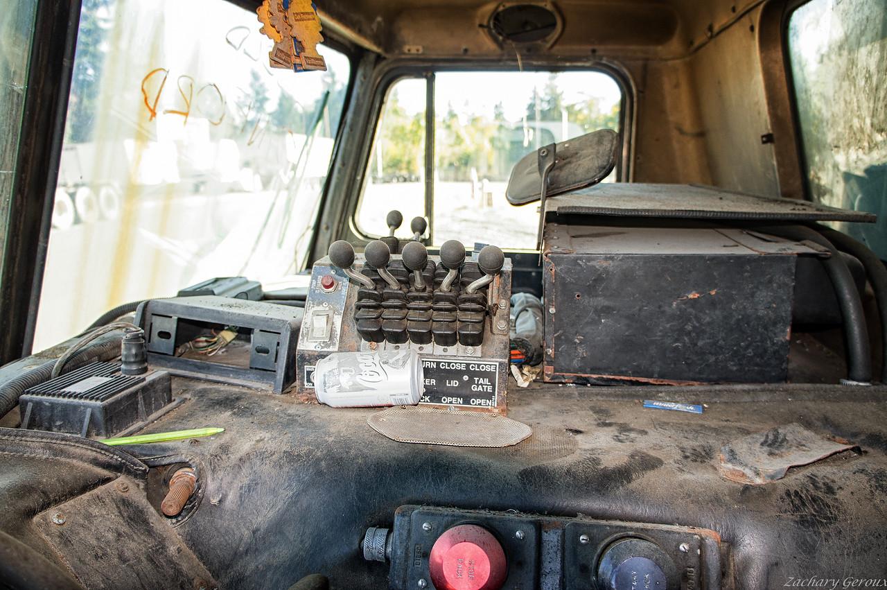 Peterbilt 320 Amrep Full Eject Front Loader