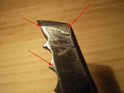 Affûtage: (1): La pointe a été affinée dessus et dessous pour augmenter sont piquant (2): Le nez a été affiné (3): Les premières dents ont été taillée en piramide pour améliorer le désancrage...