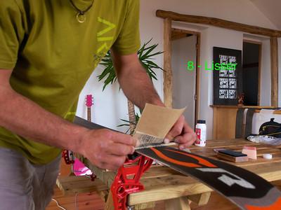 Toujours avec la lime plate et en enroulant le papier de verre, lisser soigneusement la semelle dans l'axe du ski. S'il reste des trous dans la semelle, remettre de la bougie...