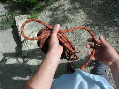 Puis je fais mon nœud... La boucle d'un brin...