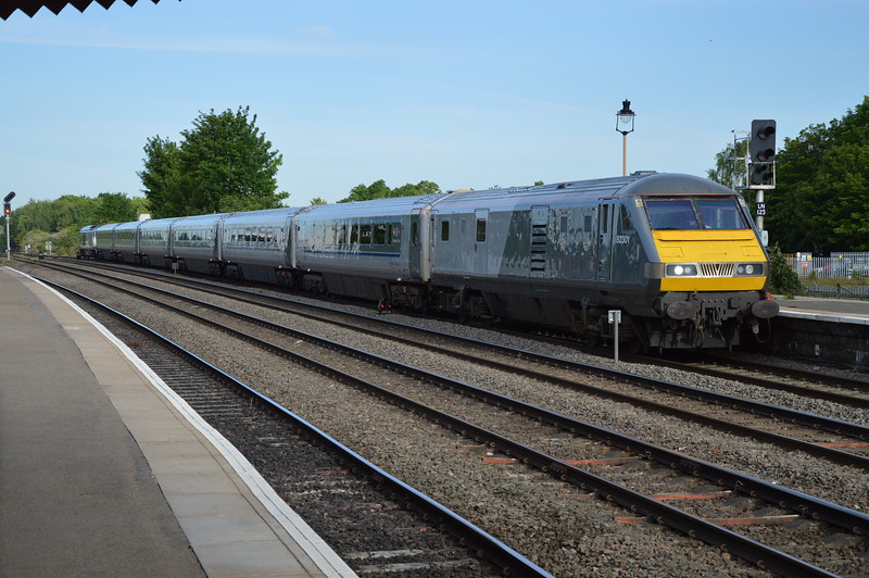 Chiltern 82301 leads into L Spa on a service to Marylebone