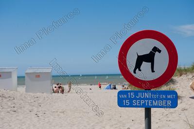 Nieuwpoort,Nieuport,beach,strand,plage,traffic sign,verkeersbord,panneau de signalisation routière