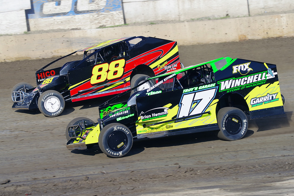 . Smallblock mod action Andy Bachetti #17 & Olden Dwyer #88 - Photos courtesy - Mark Brown/Ryan Karabin - Kustom Keepsakes For more photos/copies visit https//nepart.smugmug.com
