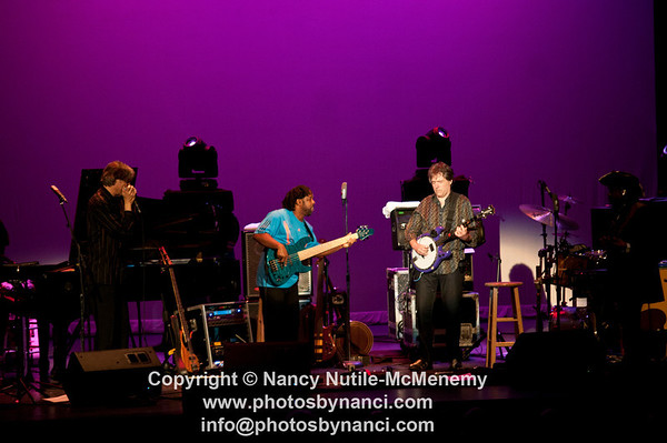 Bela Fleck and the Flecktones Lebanon Opera House, Lebanon NH June 13, 2011 Copyright ©2011 Nancy Nutile-McMenemy www.photosbynanci.com More images on: http://www.photosbynanci.com/BelaFleck2011.html