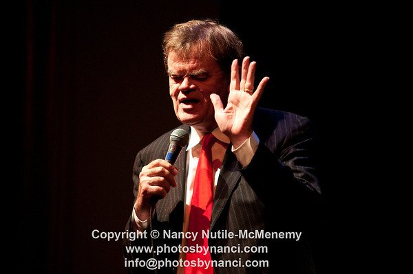 Garrison Keillor Sponsored by Mascoma Bank, The Hanover Inn and Avante Limos Lebanon Opera House, Lebanon NH November 15, 2011 Copyright ©2011 Nancy Nutile-McMenemy www.photosbynanci.com For the Lebanon Opera House More images: http://www.photosbynanci.com/loh.html