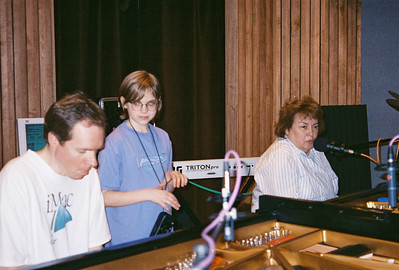 Shirley Lebin jamming in the Maple Room, August 1999. With FL and Annie.