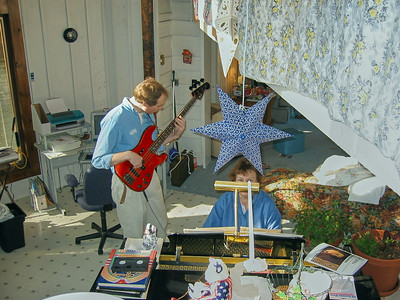 FL & Shirley Lebin, jamming at the Lebin house, Jan 26 2002.