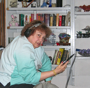 Shirley Lebin, playing with the new iPod, October 15 2005.