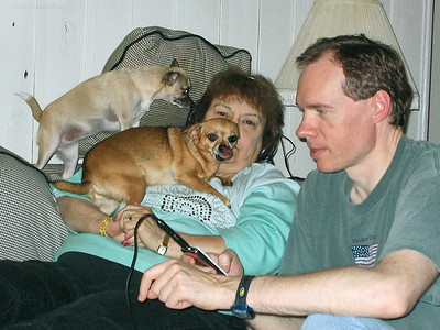 Shirley Lebin, FL introducing the iPod, with dogs, October 15 2005.