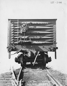 2010.030.BF.07--lee hastman collection 9x13 print--ICRR--steel gondola 402998 builders photo (AC&F lot 506)--St Louis MO--1927 0900