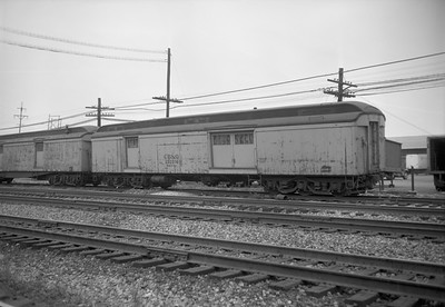 2010.030.01.W.025--lee hastman 6x9 neg [Owen Leander]--CB&Q--work wooden baggage car 250016--Cicero IL--1967 0709