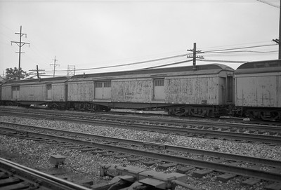 2010.030.01.W.027--lee hastman 6x9 neg [Owen Leander]--CB&Q--work wooden baggage car 250240--Cicero IL--1967 0709