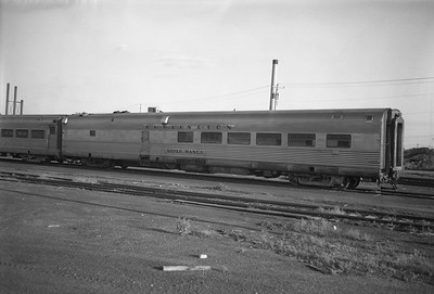 2010.030.01.P.16--lee hastman 6x7 neg--CB&Q--diner passenger car Silver Manor 200--St Paul MN--1971 0712