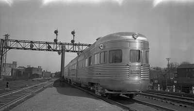 2010.030.01.P.07C--lee hastman 116 neg [Bob Kennedy]--CB&Q--obs passenger car Silver Streak on hind end of Denver Zephyr passenger train--Aurora IL--1940 0316