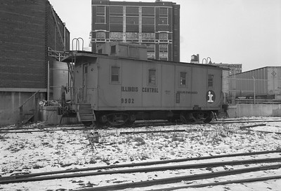 2010.030.05.7.015H--lee hastman 6x9 neg--ICRR--caboose 9902 at 20th Street--Chicago IL--1975 0210