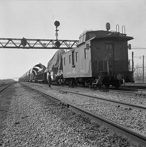 2010.030.05.7.010--lee hastman 120 neg--ICRR--caboose 9725 on rear of freight train--Richter IL--1960s 0000
