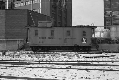 2010.030.05.7.015I--lee hastman 6x9 neg--ICRR--caboose 9902 at 20th Street--Chicago IL--1975 0210