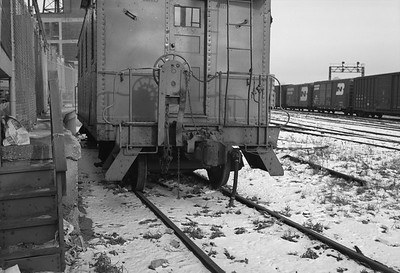 2010.030.05.7.015F--lee hastman 6x9 neg--ICRR--caboose 9902 at 20th Street detail--Chicago IL--1975 0210